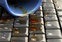 Koffie over het toetsenbord